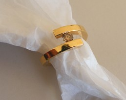 Ring mit naturfarbigem Diamanten RI094